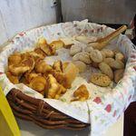 ビュッフェ パロ - 胡麻付きパンも最高