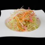 百菜百味 - セロリと紅芯大根のサラダ 680円
