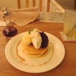モグモグ - 十勝小豆と生クリームの和風パンケーキとジュース