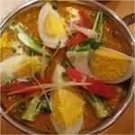 インディアンレストラン アールティ - ゆで卵とチキンカレー