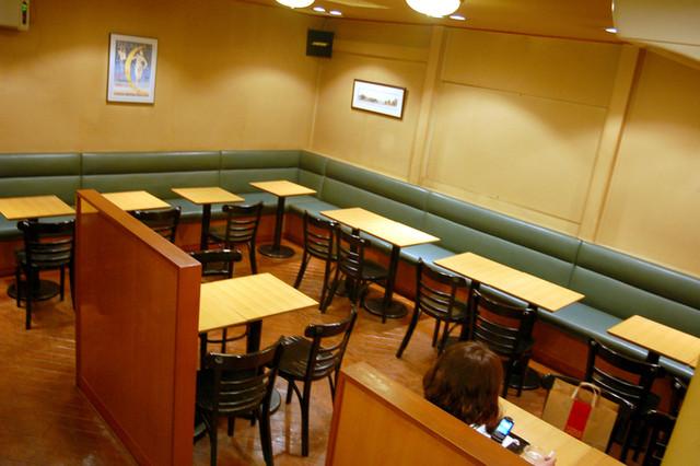 カフェ メイプル - イートインスペースは約30席