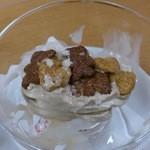 キャピタルコーヒー - ソフトクリームに敷いてあったお菓子!ちょっと汚いですが、めずらしかったので・・・。