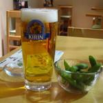 宇都宮餃子さつき  - ビールは、いい注ぎ方。