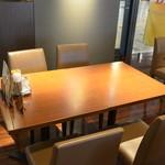 カフェエスタシオン博多 - テーブル席