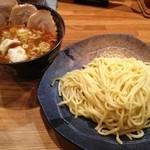 つけ麺屋 やすべえ - 【2013/1】辛つけ麺(中)+半チャーシュー+水餃子2個