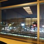 16624793 - 真下の名古屋駅ホームを臨む大きな窓