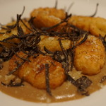 SIO - 揚げニョッキ、トリュフ香るセップ茸ソース