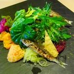 16631261 - 旬のお野菜とヨコワとリンゴのサラダ