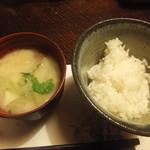 平山温泉 やまと旅館 - 具だくさんなお味噌汁とつやつやご飯。