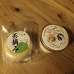 平山温泉 やまと旅館 - 冷蔵庫のジュースやミネラルウォーター、アイスはご自由にどうぞだそうです。抹茶最中美味しかった(^^