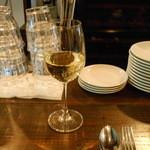 16635095 - 一杯目は白ワイン