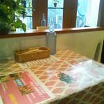 イル バッカ - カウンター席とテーブル席あり