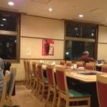 アサヒビール園 - 店内はとても広くこの日も予約なしで7人で訪問させて頂きましたが工場見学後に食事される団体も多いので座席は充分に対応出来る広さが確保されてます。