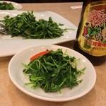 16640347 - 豆苗炒めと中華街限定札幌ビール
