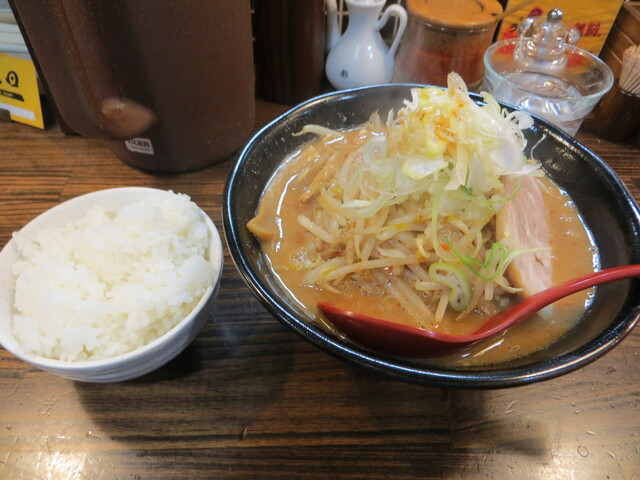麺処 花田 池袋店 - 辛味噌(790円)と半ライス(100円)