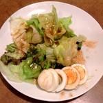 桃丘 - 中ジョッキセットのサラダ