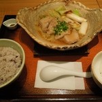 16651822 - 醤油麹漬けまぐろ鍋定食930円