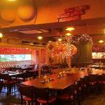 中国茶房8 - 六本木ヒルズ、グランドハイアット東京の目の前という抜群のロケーション。150席あります。店内各所にある秘密のオブジェは、子孫繁栄を願ってのものだとか。