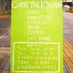 カリーザキッチン - 店舗横にある看板