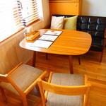 カリーザキッチン - テーブル席