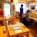 カリーザキッチン - 男性オーナーさん、女性店員さん、非常に接客対応が良いです!