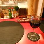 アキッチョ - グラスワイン赤
