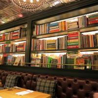 ビストロカフェ レディース&ジェントルメン-料理本を中心の洋書が一杯