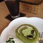 ビストロ&カフェ 六朝館 - 本日のケーキとドリンクセット