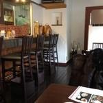 山&川 - テーブル席6とカウンター席
