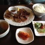 山&川 - 牛タン定食(サラダ・キムチ・スープ・ライス・コーヒー付き)