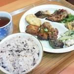 餐炊惣・楽  - 五穀米と惣菜