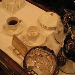 陶泉 御所坊 - フリースペースでは、無料で珈琲などがいただけます。