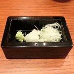 沙伽羅 - 三色もり 1260円 の刻みネギ、大根おろし、山葵