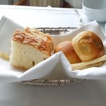16682376 - 種類豊かで楽しめるパン