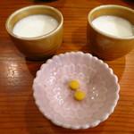 やきとり工房 - お通しの牛乳とウコンの錠剤