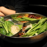 16684324 - 2012.12 薬膳スープに具材を入れます