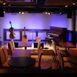 Live&Bar SECOND STEP - ステージの照明は多彩に演出可能です。