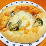 16686175 - ローストチキンとバジルポテトのクリスマスピザ¥220