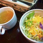 カレー倶楽部 ルウ - スープとサラダが付きます。
