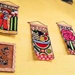 メキシカンフード ドスマノス - カラフルなタペストリー