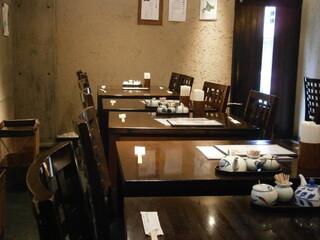 川せみ - テーブル席