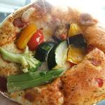サンエトワール - 夏野菜とバジルのパン