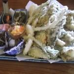 深山茶屋 - 季節料理盛り合わせ 2,000円