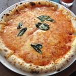 ヴィータ - 絶品マルゲリータ!!! 生地が軽〜くて、トロトロのトマトソースもチーズも最高!!! 初めて食べた時はびっくりしました。Buono♡♡♡ あきる野のナポリ、ここにあり!
