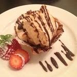 ヴィータ - シェフ曰く、アイスとケーキの中間の食感。まさに!その通り!不思議なスイーツ♡美味!!!