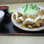 竹野食堂 - 料理写真:チキン南蛮定食:皮つきの鶏もも肉を使用したワイルドな1品。甘めの南蛮酢が食欲をそそります。