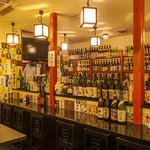 べんがら酒場 - 全国から集められた名酒、希少品がならびます