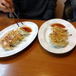 麺屋 なんなん - 餃子 340円       しそ餃子 360円