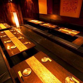 落ち着いた店内で本格九州料理を味わう