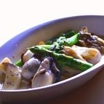 ベリーニ - 自慢の一皿『カキとアスパラのクリーム煮』